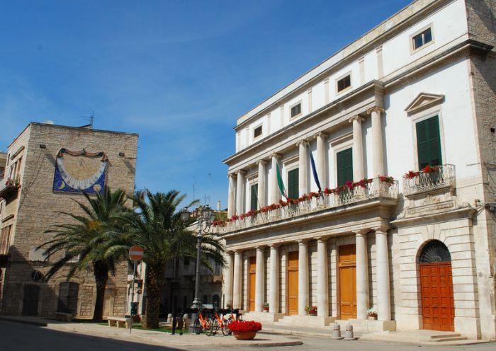 800px-Terlizzi_-_Municipio_e_Torre