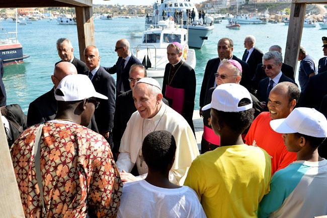 Papa-Francesco-sbarca-a-Lampedusa_imagelarge
