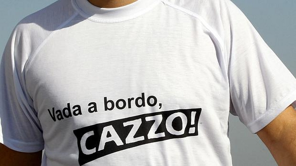 -Vada-a-bordo-cazzo-virou-camiseta-e-sucesso-nas-redes-sociais-size-598
